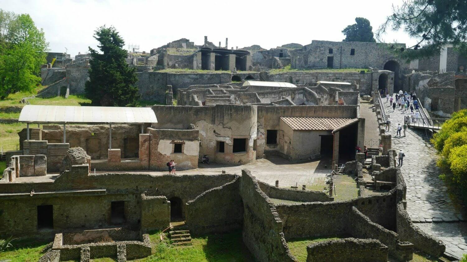via marina Pompei, Pompei main entrance