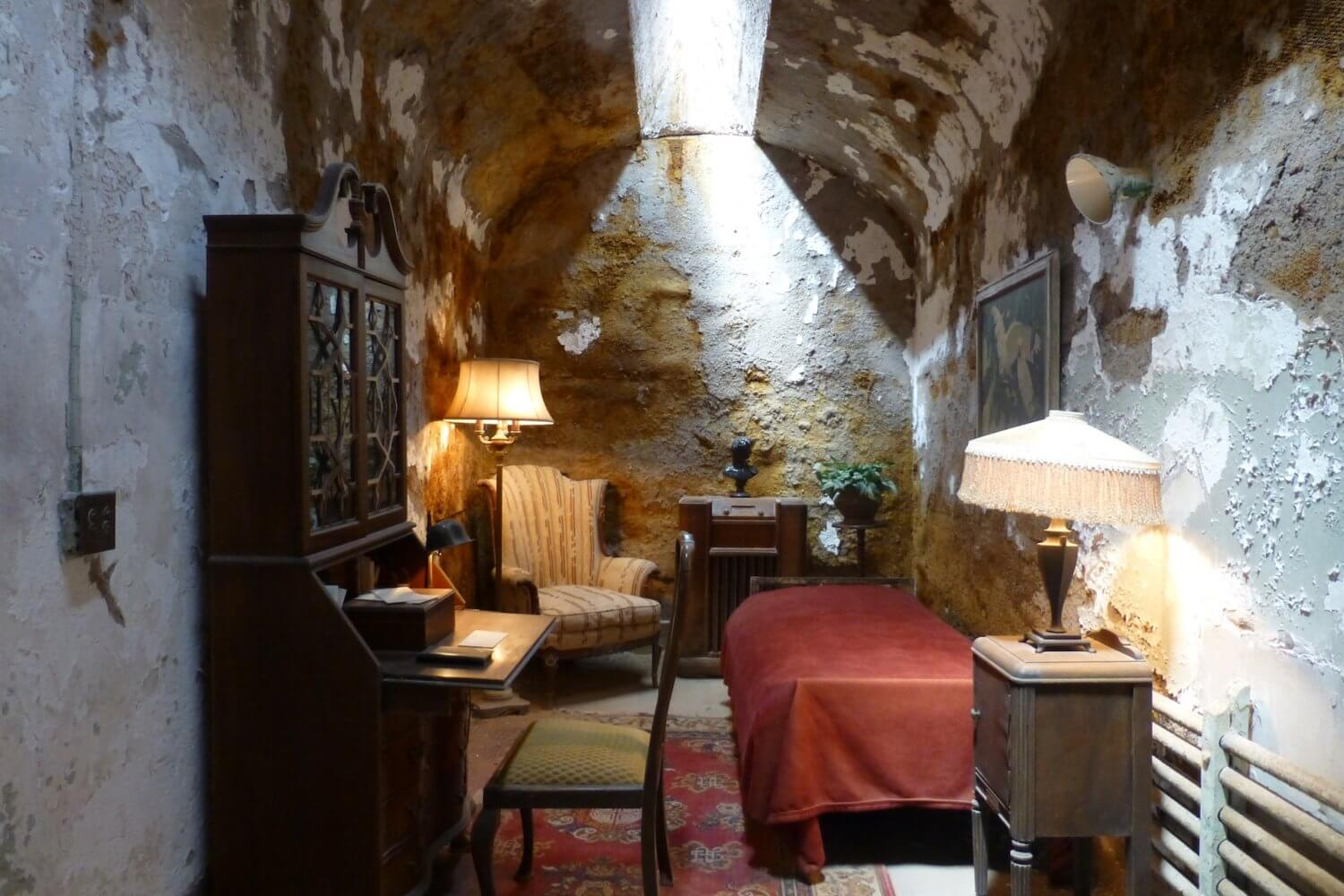 al Capone cell eastern state penitentiary
