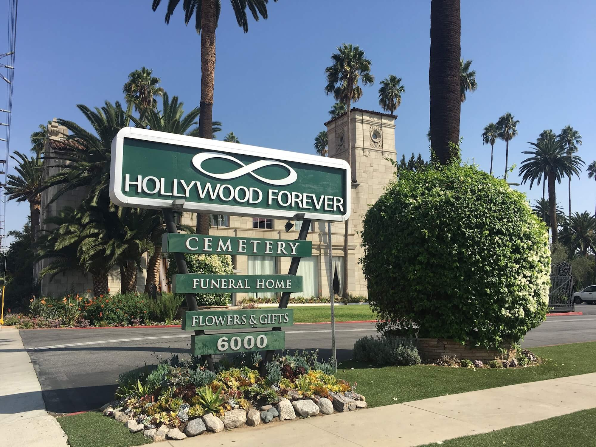 hollywood forever cemetery entrance